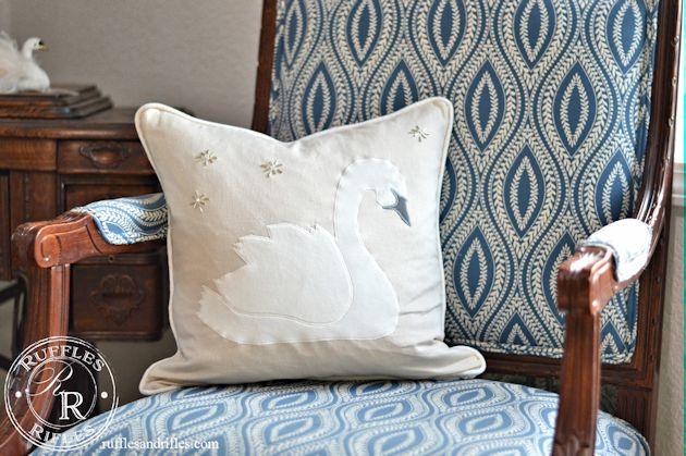 swan-pillow-2