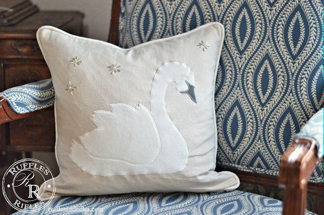 swan-pillow-3