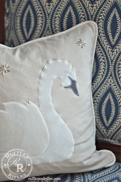 swan-pillow-4